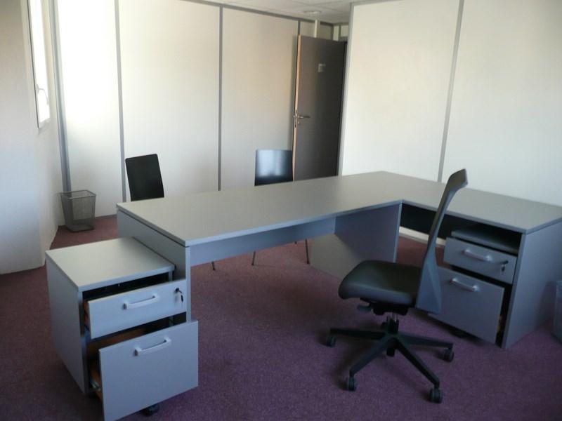 recherche bureaux louer quip s de 15 m2 et plus location de bureaux vitrolles le boeing. Black Bedroom Furniture Sets. Home Design Ideas