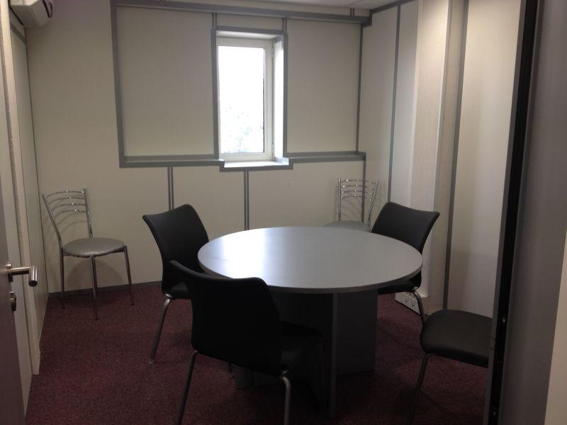 recherche bureaux louer quip s de 15 m2 et plus location de bureaux et domiciliation d. Black Bedroom Furniture Sets. Home Design Ideas